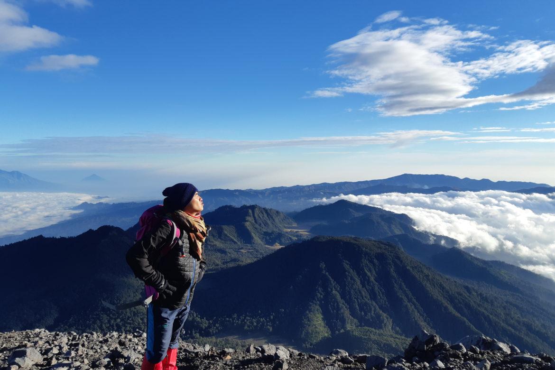 Hiking Gunung Semeru dan Danau Cantik Ranu Kumbolo